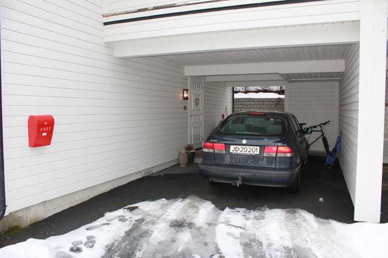 Garasi untuk rumah kecil