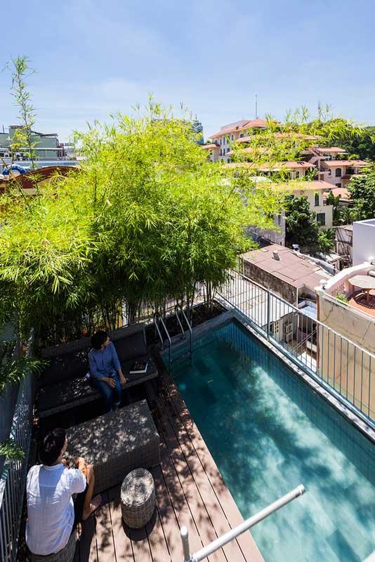 Rumah Bambu 3 Lantai Dengan Kolam Renang