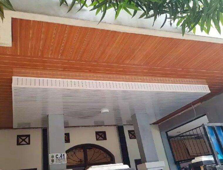 plafon teras Kombinasi Putih dan Coklat
