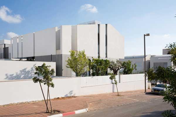 Desain Rumah Mewah Eropa The Urban House in Herzliya tampak depan
