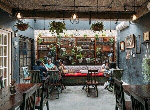 Kafe Klasik dengan Konsep Natural