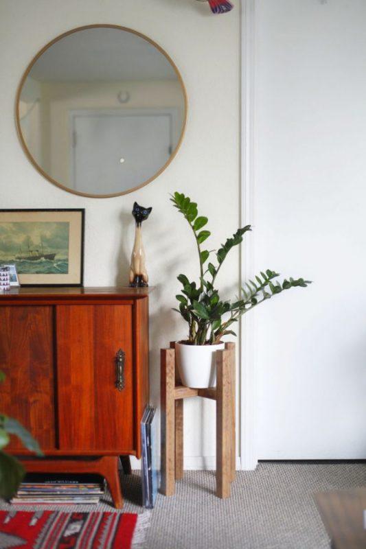 Rak kayu empat kolom