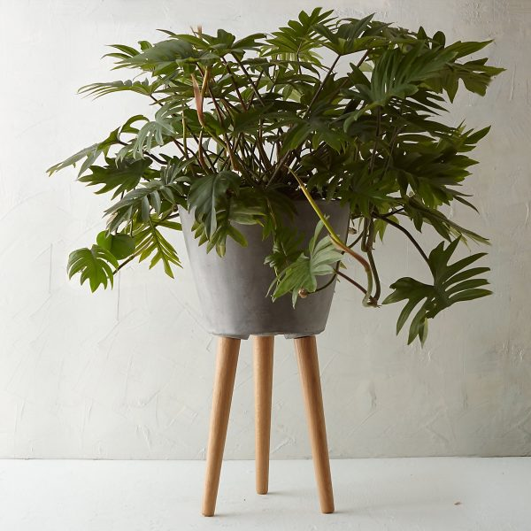 Model rak bunga kayu 3 kaki minimalis