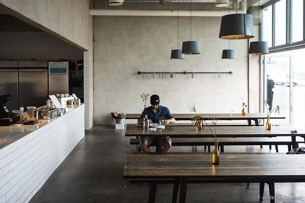 Desain cafe klasik Model Kantin