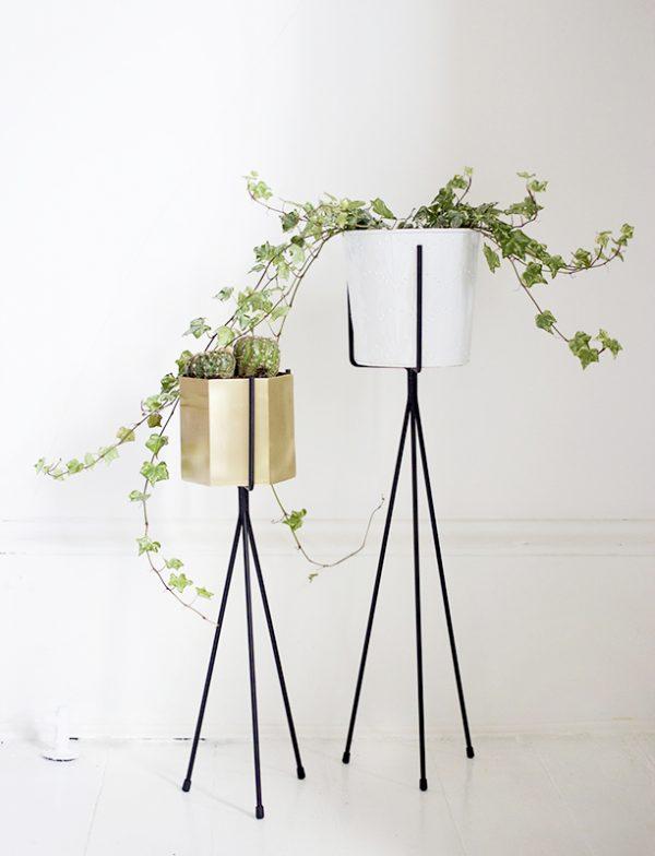 Rak bunga bentuk tripod
