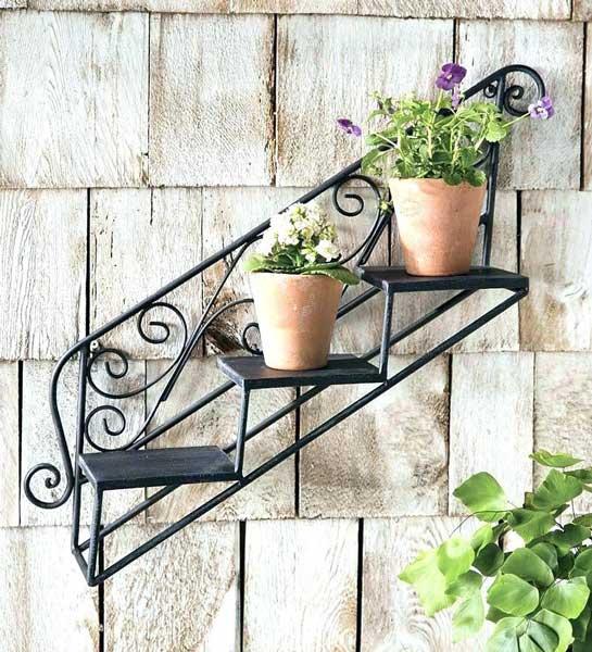 Model rak bunga besi bertingkat di Dinding