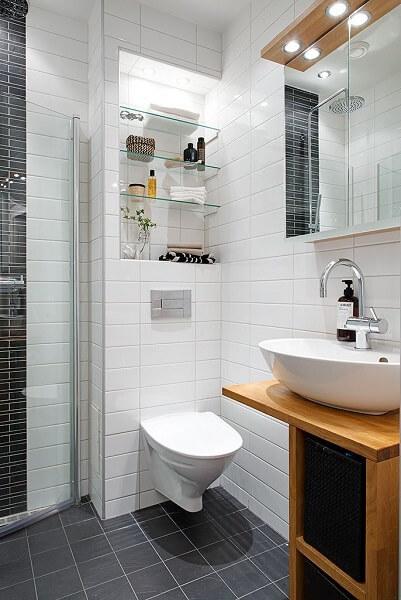 desain kamar mandi 1x1 minimalis putih