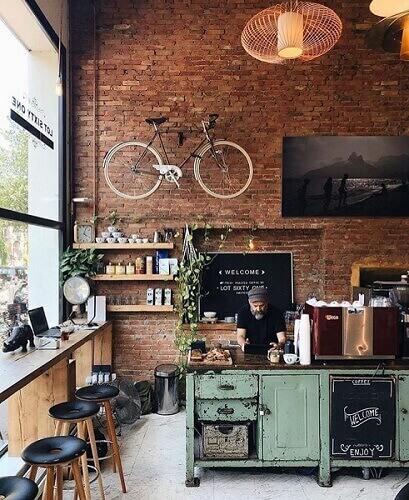 interior cafe ruko dinding bata