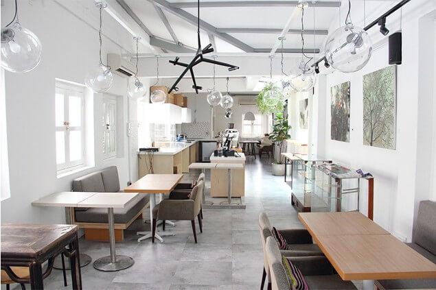 interior cafe ruko sederhana