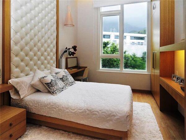 tempat tidur pasangan dengan headboard minimalis