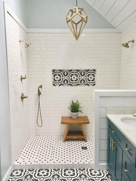 kamar mandi motif keramik floral