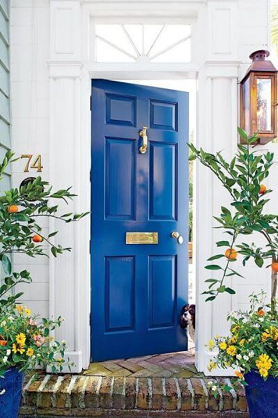 warna cat pintu biru