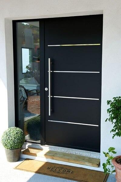 warna cat pintu hitam