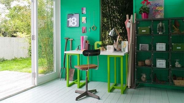 kombinasi warna ceilling dinding hijau emerald