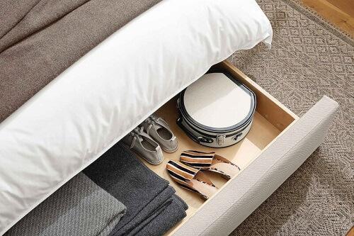 Penyimpanan sepatu di bawah tempat tidur