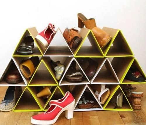 Penyimpanan sepatu berbentuk segitiga