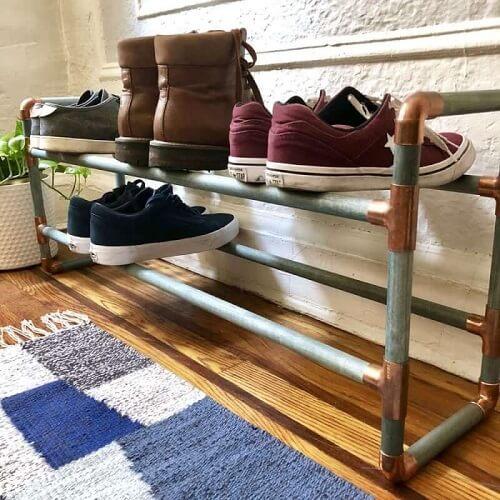 Model penyimpanan sneakers dari pipa